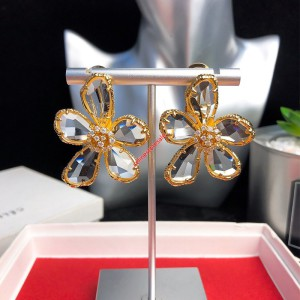 Celien Flower Earrings In Brass With Gold Finish And Crystals Gold