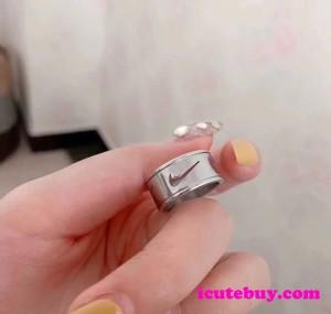 ナイキ 指輪 NIKE リング Nikeロゴ Ring シルバー 男女 ペア カジュアル系 並行輸入品