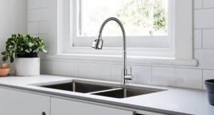 Après avoir choisi le matériau de base, les acheteurs peuvent choisir entre des surfaces polies  ...