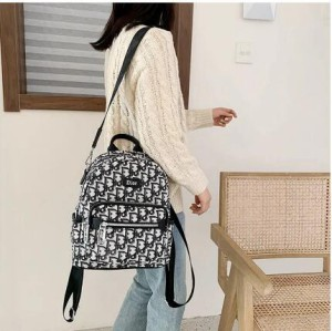 diorケース ディオールミニスマホバッグバックパック紹介 まず、紹介するのは ブランド携帯ケースカバ ...